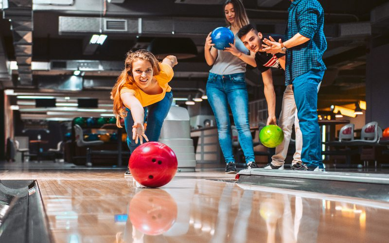 group-of-friends-bowling-in-destin